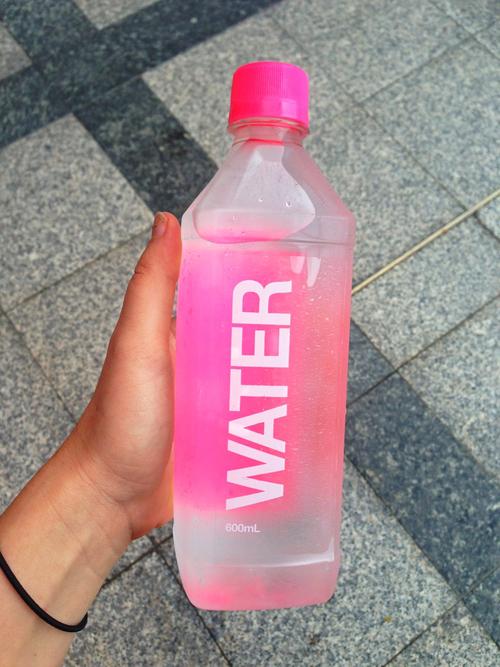 Resultado de imagen para drinking water tumblr