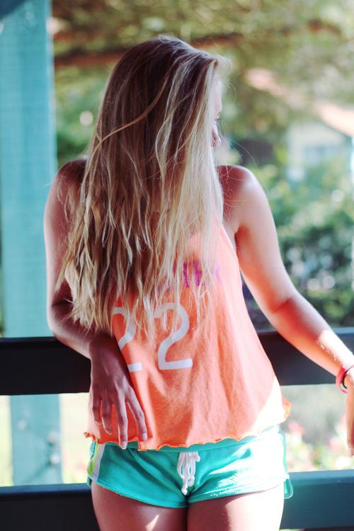 Фото на аву в вк для девушки со спины